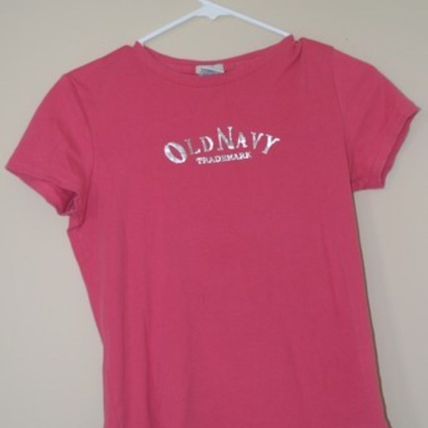 Pink Old Navy tee is being swapped online for free
