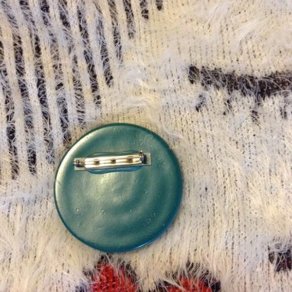 80's pin or broach is being swapped online for free