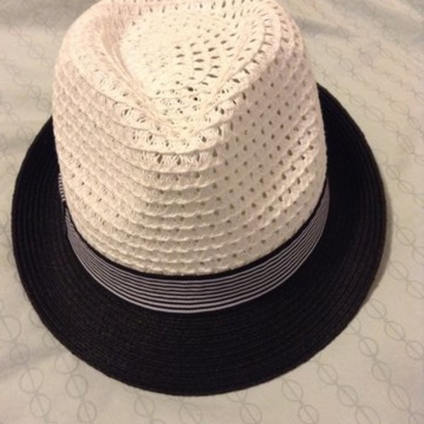 Summer Fedora  is being swapped online for free