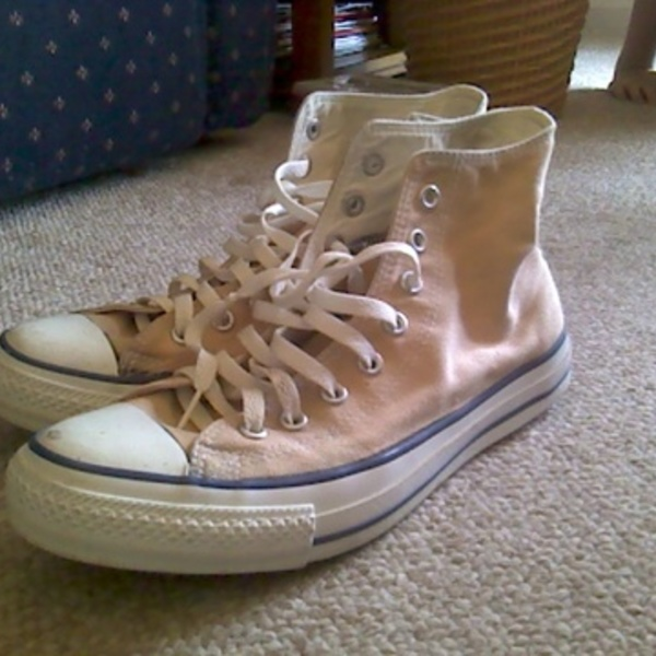 Tan/Peach Converse is being swapped online for free