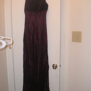 Beautiful Burgundy Gown 8 is being swapped online for free
