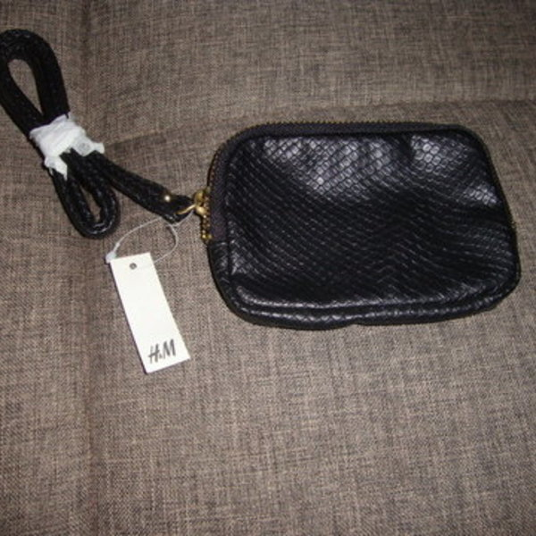 NWT H&M Change Purse is being swapped online for free