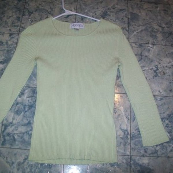 Casual Corner Annex Green Sweater Large is being swapped online for free