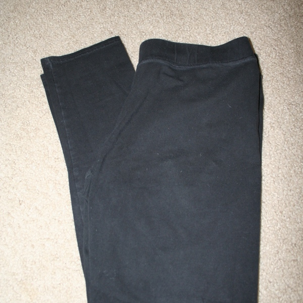 Aerie Basic Black Leggings Size L is being swapped online for free