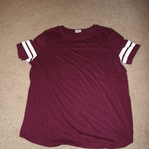 VS Pink Basic Campus Tee Size L is being swapped online for free