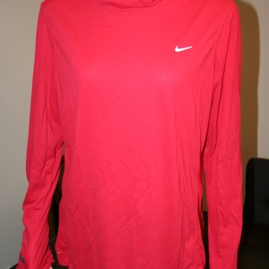 Nike Long Sleeve Running Hoodie Size XL  is being swapped online for free