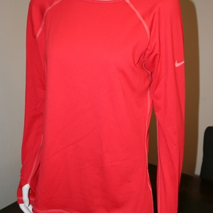 Nike Pro Long Sleeve Cold Weather Running Top Size L is being swapped online for free