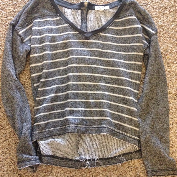 Grey cropped sweater Aeropostale is being swapped online for free