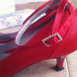 red small heels is being swapped online for free