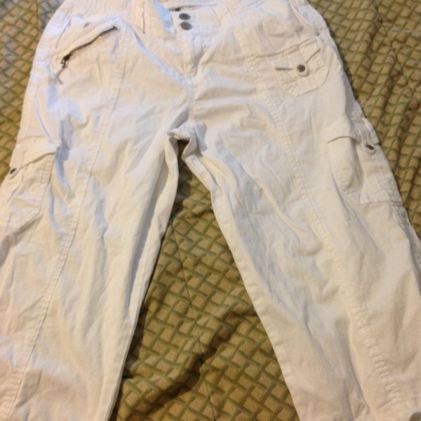 White capris size:6 is being swapped online for free