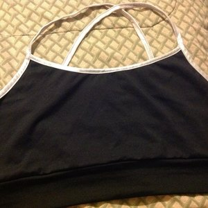 New without tags black workout/sports bra is being swapped online for free
