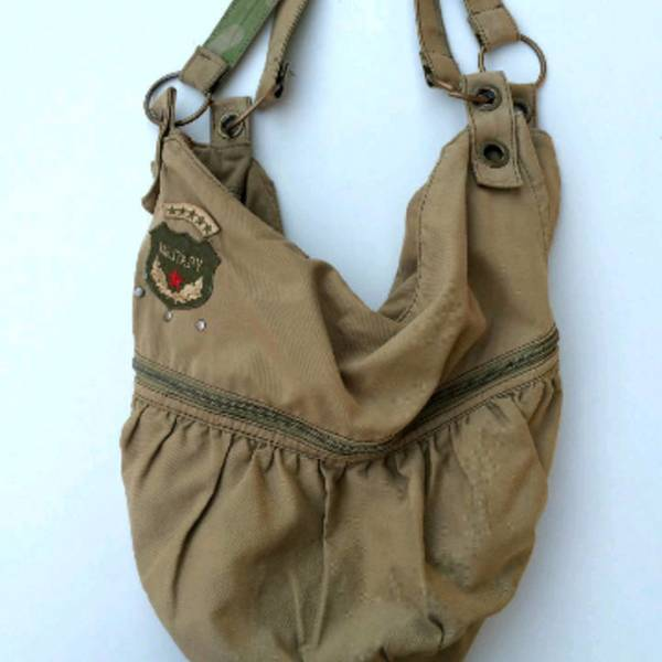 Militar bag is being swapped online for free
