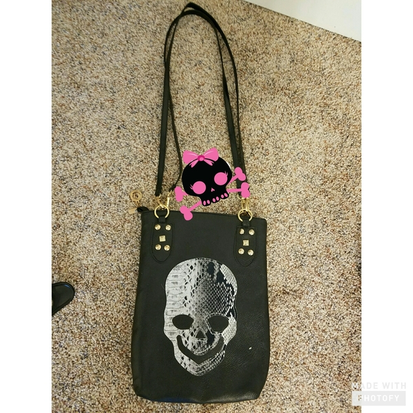 Skull  purse is being swapped online for free
