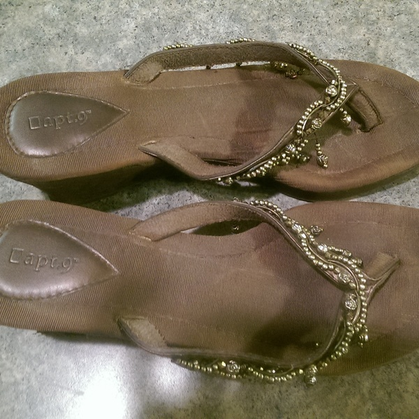 Apt 9 decorative flip flops, size 8.5 is being swapped online for free