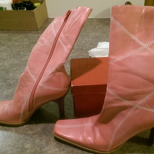 BP pink leather boots, size 9 is being swapped online for free