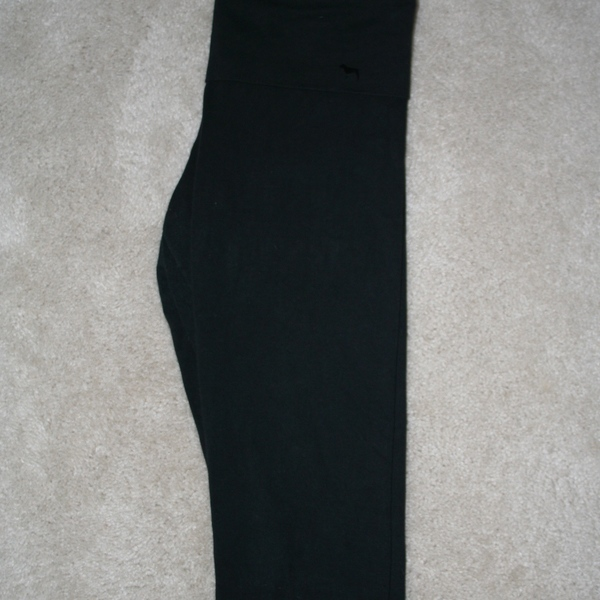 Victoria's Secret PINK Foldover Cropped Yoga Pants Size L  is being swapped online for free