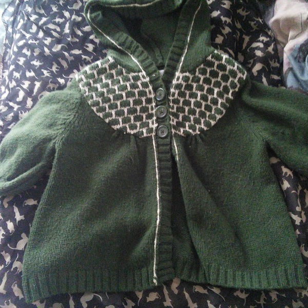 Cute green shrug is being swapped online for free