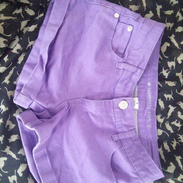 Purple Shorts is being swapped online for free