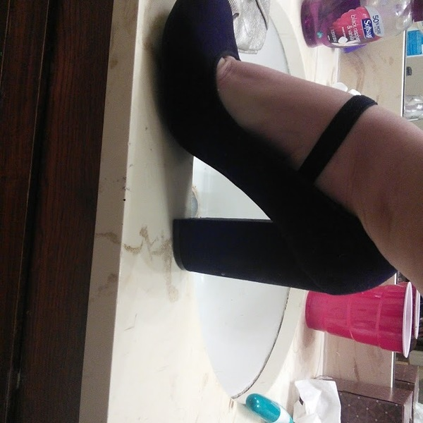 Black Chunky Heels Size 6 is being swapped online for free