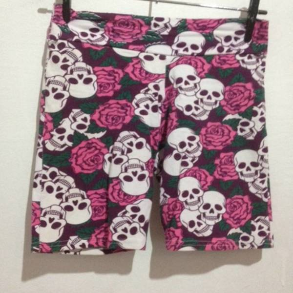 skull and roses shorts is being swapped online for free