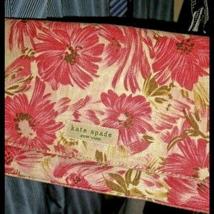 kate spade purse is being swapped online for free