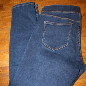 Old Navy Rockstar Jeggings Size L Elastic Comfort Waist is being swapped online for free