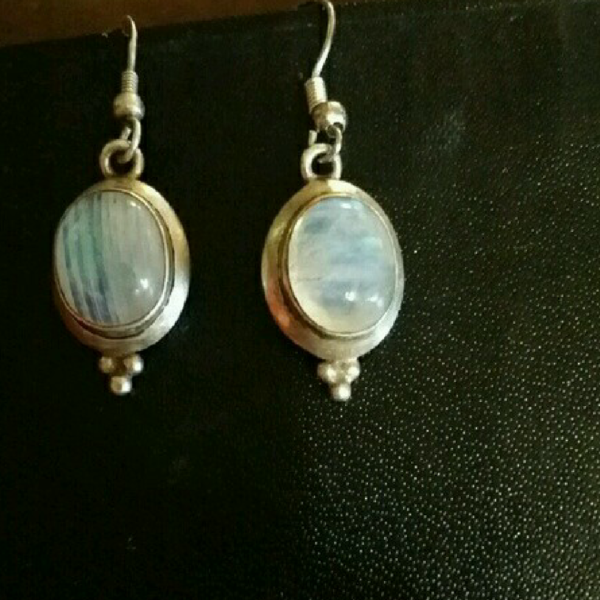 Moonstone Earings is being swapped online for free