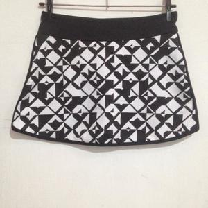 black/white skort for gym is being swapped online for free