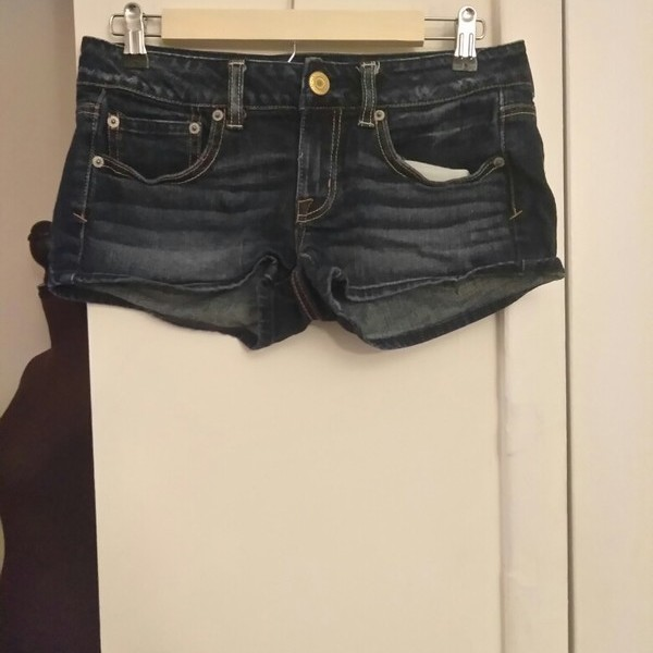 American Eagle Shorts is being swapped online for free