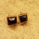 Black Stone earrings is being swapped online for free