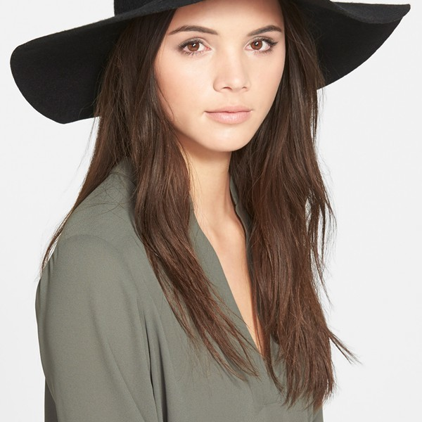 Floppy hat  is being swapped online for free