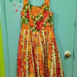 Vintage Floral Dress is being swapped online for free