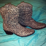 Gray Leopard Boots is being swapped online for free