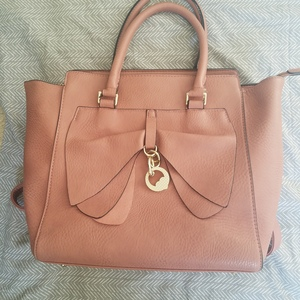 Blush pink purse with bow  is being swapped online for free