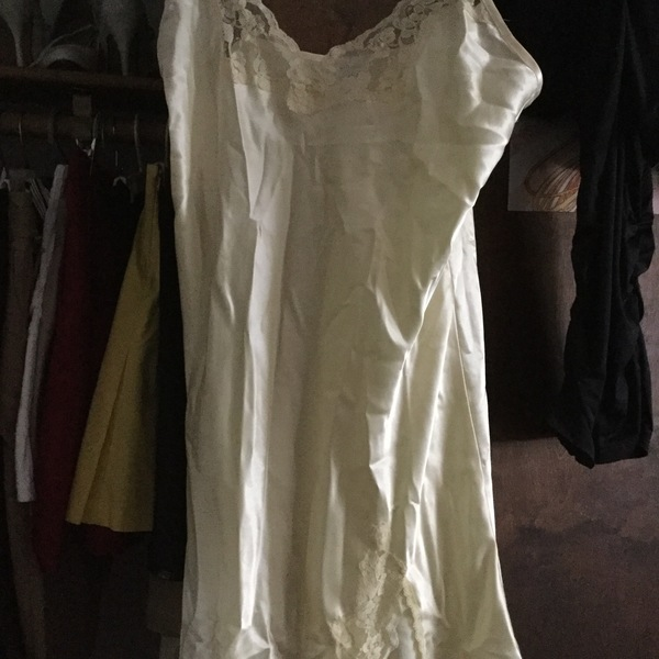 NWOT Yellow Delicate Nightgown GILLIGAN O'MALLEY is being swapped online for free