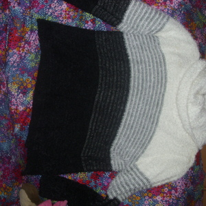 Macy's sweater ladies size large lg is being swapped online for free