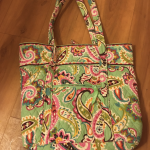 Vera Bradley Tote  is being swapped online for free