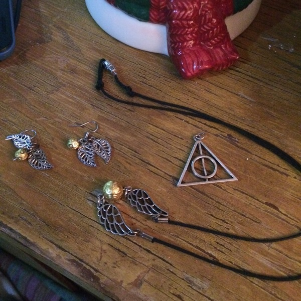 Harry Potter Handmade Necklace, Earrings, and Deathly Hallows Pendant is being swapped online for free