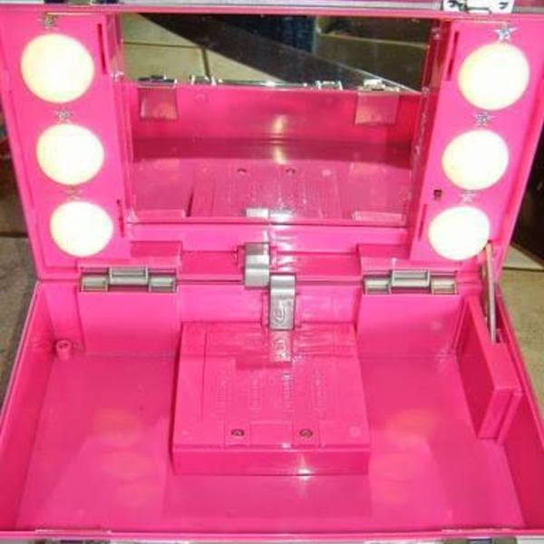 Make Up Storage Box with mirror inside and lights is being swapped online for free