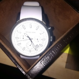 auth mkors watch must look!!! is being swapped online for free