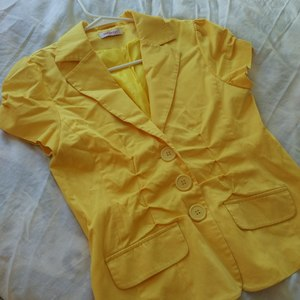 Yellow Short Sleeve Jacket is being swapped online for free