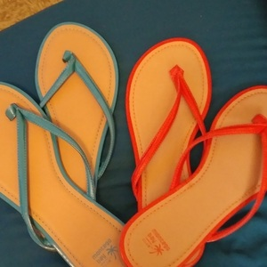 Two Pairs Of Montego Bay Flips Flops is being swapped online for free