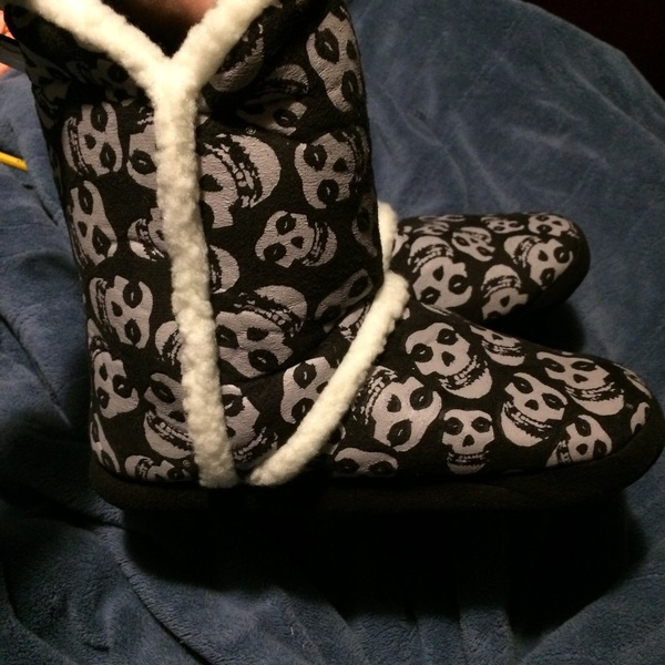 Misfits slipper boots  is being swapped online for free