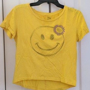 Yellow happy face t-shirt is being swapped online for free