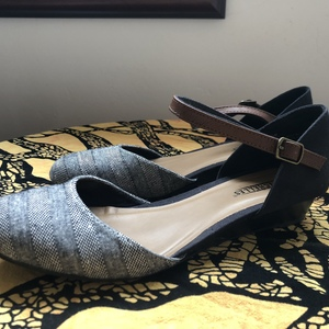 Grey flats, size 8.5 is being swapped online for free