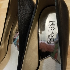 Michael Kors High Heels 7.5 is being swapped online for free