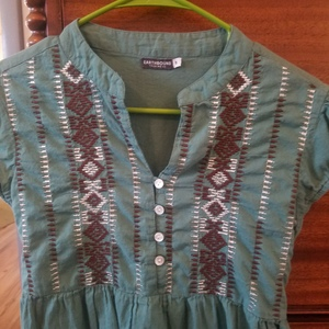 EARTHBOUND HIPPIE TUNIC DRESS is being swapped online for free