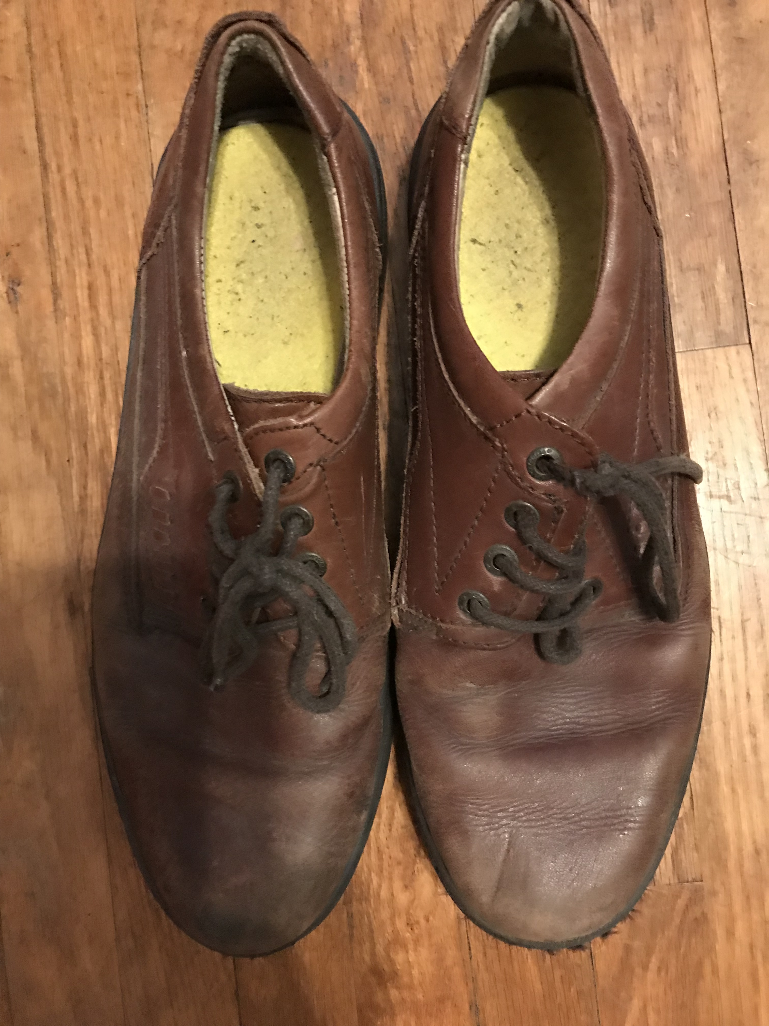 9de4717fcecb Men s brown leather shoes is being swapped online for free