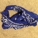 Blue headband bandanna is being swapped online for free