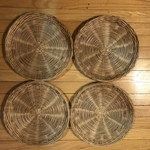 4 Straw serving plate holders   is being swapped online for free
